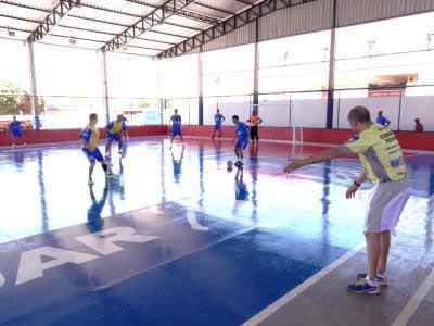 Técnico Fininho aposta no título treinando fortes marcações, ataques e as jogadas com pivôs
