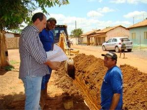 Equipe substitui rede da Embasa no povoado da Baraúna, em Barreiras