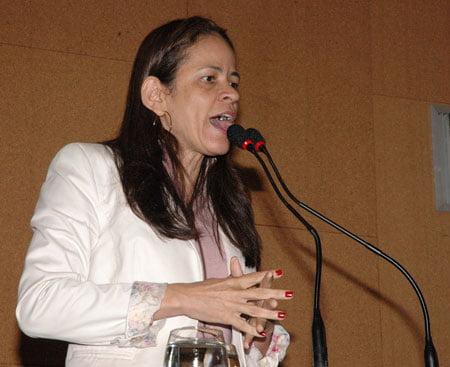 """Kelly Magalhães: """"Se o prefeito de Barreiras não dá conta de governar, que entregue o cargo"""""""
