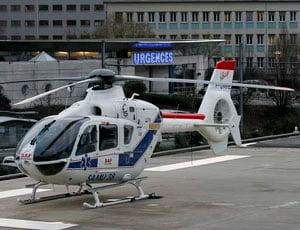 O ex-piloto foi transferido de helicóptero a um hospital em Grenoble (Foto: Agência Reuters)