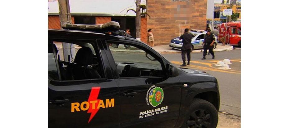 Churrasqueiro fere suspeito durante tentativa de assalto à churrascaria, em Goiânia (Foto: Reprodução/TV Anhanguera)