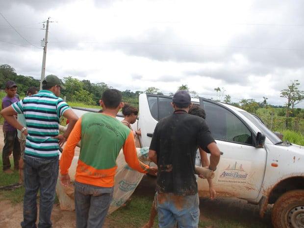 Sem poder atravessar ponte, carro da Saúde resgatou jovem em outro ponto (Foto: Cherlivan Cavalcante/Arquivo Pessoal)