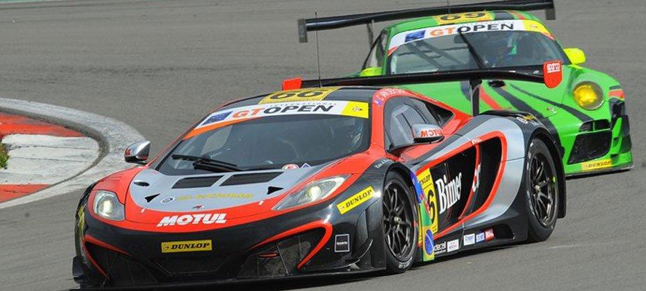 Em 2013, Razia guiou um McLaren no GT Open, torneio europeu de Gran Turismo