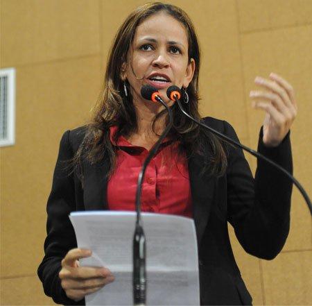 Deputada Kelly Magalhães, repudia as ofensas contra as mulheres