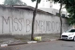 Muro do prédio onde Rebeka e Andressa Urach moram | Foto: Thiago Duran/AgNews