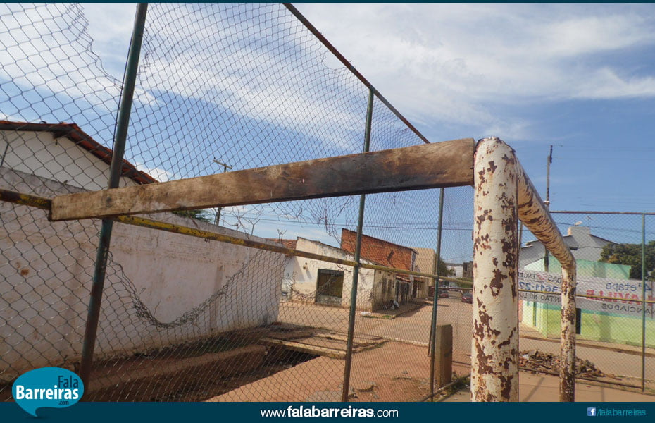 Quadra poliesportiva do Bairro Vila Brasil   Foto: Osmar Ribeiro