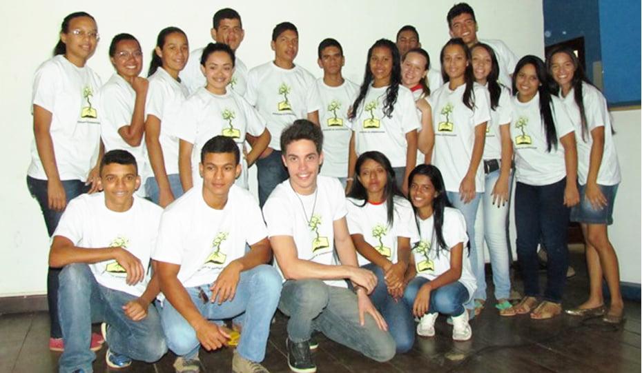 Grupo de estudantes do programa jovem aprendiz rural