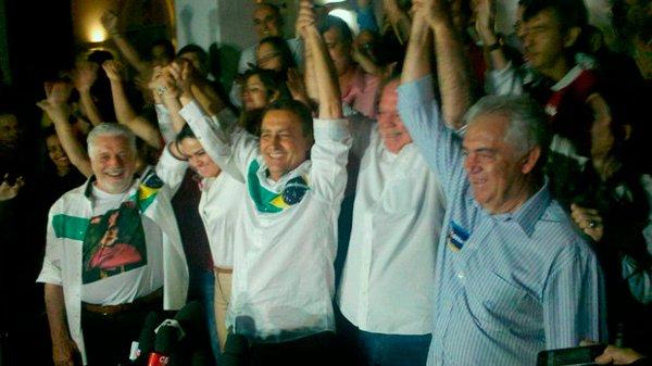 Wagner, Rui, João Leão e Otto comemoram resultado da eleição | Foto: Estela Marques