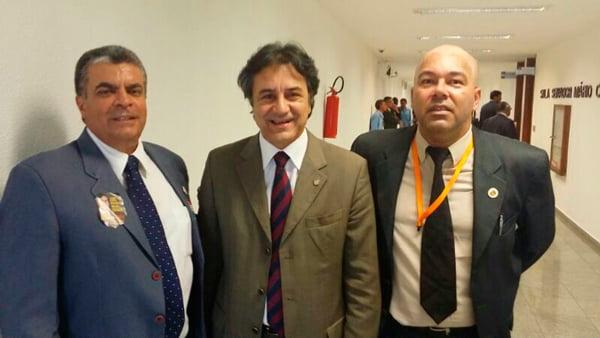 Deputado Oziel Oliveira com representantes do Sindicato dos Policiais Federais da Bahia no Congresso Nacional