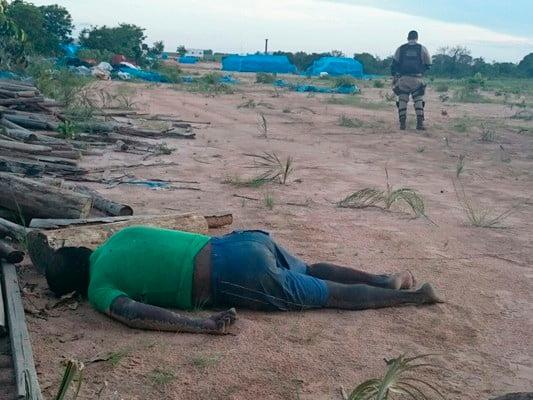 O corpo ainda sem identifação foi encontrado por funcionários da fazenda | Fotos: Portal blogbraga