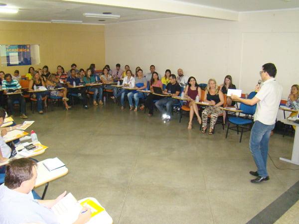Diretor Acadêmico da FASB, Marden Lucena, durante abertura Planejamento Educacional FASB | Foto: Araticum