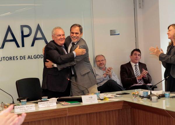 Sérgio De Marco e João Carlos Jacobsen Rodrigues, na transmissão do cargo   Foto: Carlos Rudiney/divulgação