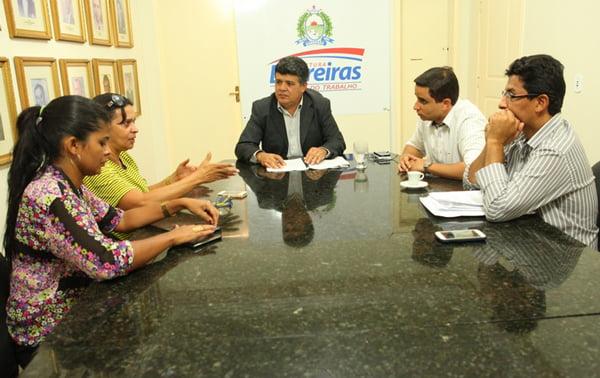 Representantes do Sindisemb em reunião com o governo municipal | Foto: Dircom