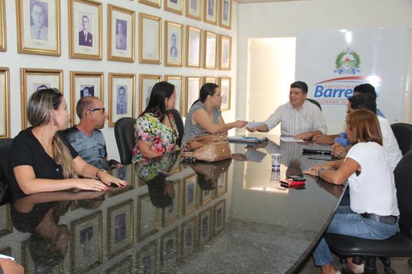 Professores discutem com Prefeitura propostas salariais | Foto: Dircom Barreiras