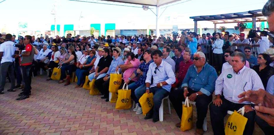 Público presente na abertura oficial da Bahia Farm Show 2015 | Foto: Silvânia Costa/Falabarreiras