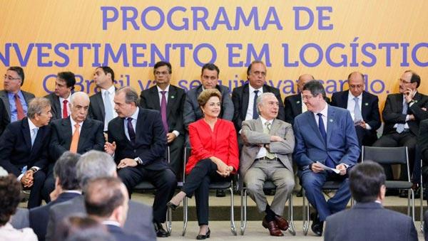 Embaixador de Cingapura (terno preto e gravata vermelha) em reunião com Rui Costa   Foto: Amanda Oliveira/GOVBA