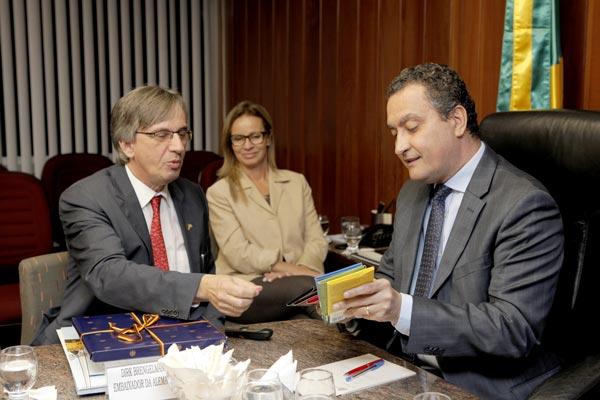 Embaixador da Alemanha em reunião com o governador   Foto: Amanda Oliveira/GOVBA