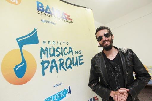 Marcos Clement, realizou o show acompanhado pela banda Arapuka   Foto: Raul Golinelli/GOV/BA