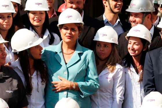 Dilma participa de cerimônia de inauguração de unidade de produção de etanol | Foto: © Fornecido por Estadão
