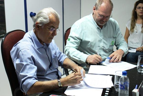 Abapa e Prefeitura de Luís Eduardo Magalhães assinam convênio para a recuperação de mais uma estrada | Foto: Virgília Vieira