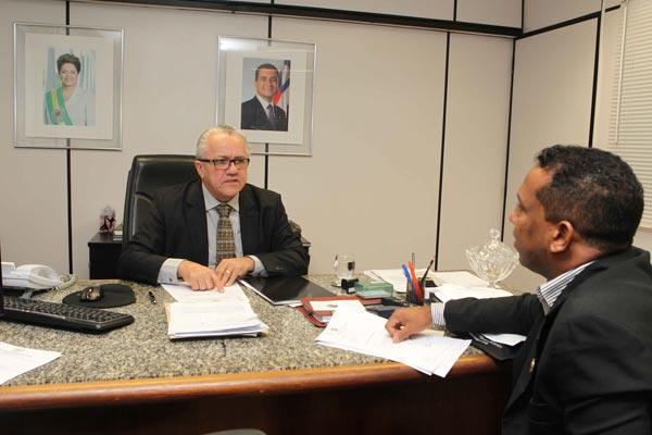 Vereador de Ibotirama, Vereador de Ibotirama com Josias, com o secretário estadual de Relações Institucionais, Josias Gomes | Foto: Secom Serim