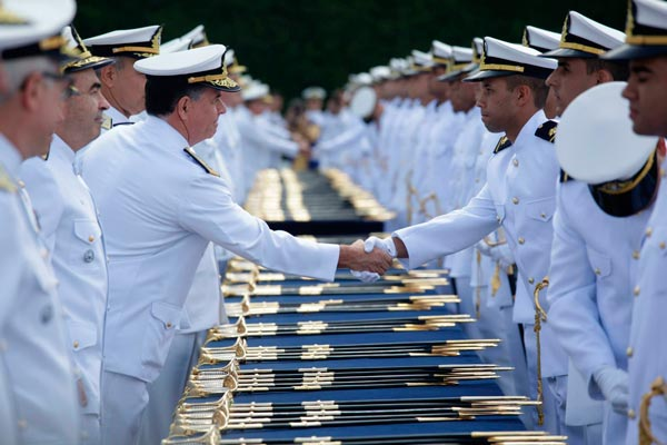 Jovens de ambos os sexos terão oportunidade de ingressar na Marinha | Foto: Reprodução http://cdn.defesaaereanaval.com.br/