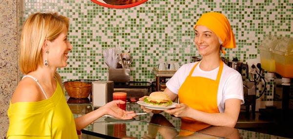 A vaga de atendente de lanchonete é uma das ofertas | Foto: Reprodução http://imgsapp.correiobraziliense.admite-se.com.br/