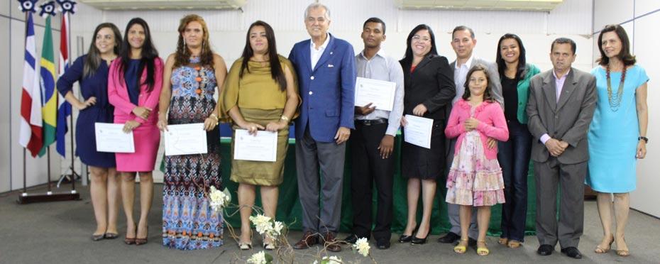 Os novos conselheiros ladeando o prefeito Humberto Santa Cruz | Foto: Divulgação