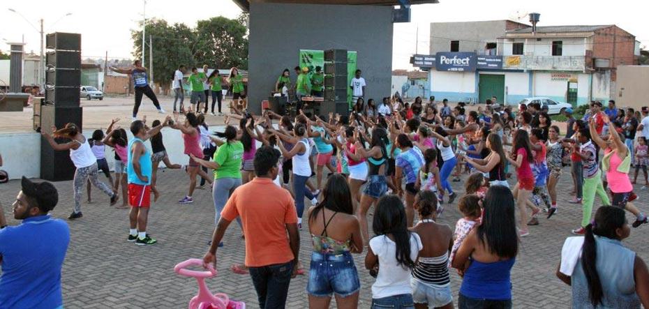 A zumba movimentou o público presente no primeiro Ação na Praça | Foto: Jaíra Mariani