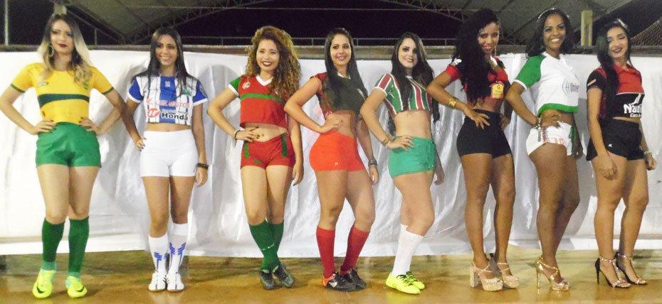 As candidatas a musa do campeonato desfilaram em busca do título | Fotos: Osmar Ribeiro/Falabarreiras
