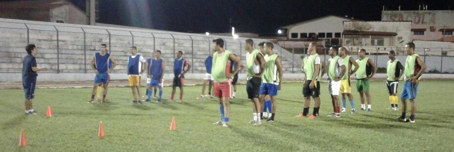 A seleção tem realizado seus treinos no estádio Geraldão, palco do jogo | Foto: João Batista