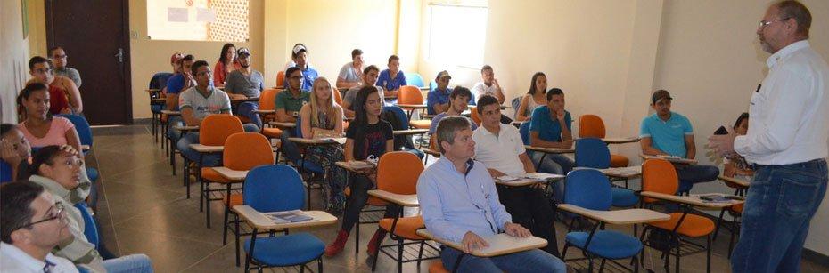 Presidente-da-Abapa-ministra-palestra-para-estudantes-de-Agronomia-cp-flash