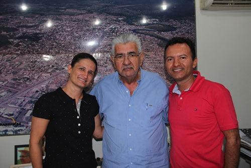 Sandra e Rembrandt Cordeiro com o prefeito de Barreiras, Antonio Henrique | Foto: Dircom Barreiras