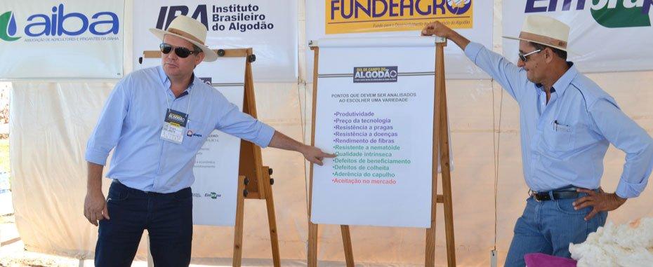 Na terceira estação, o gerente de Laboratório da Abapa, Sérgio Brentano falou sobre qualidade da fibra | Foto: Virgília Vieira / Ascom Abapa