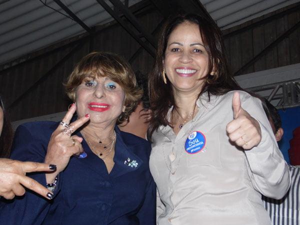 Kelly Magalhães ao lado de Antonia Pedrosa, demonstração de que realmente as divergência e diferenças foram deixadas para trás | Foto: Osmar Ribeiro/Falabarreiras