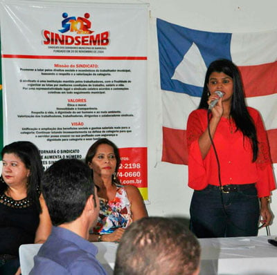 A presidente interina Katiúscia discursa ao tomar posse | Foto: Ascom Sindsemb