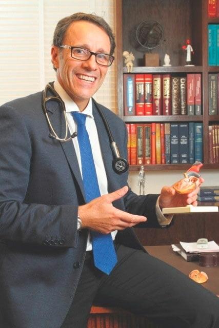 Dr. Dante Senra é médico com especialidade em Cardiologia, Terapia Intensiva e Clínica Médica | Foto: Divulgação