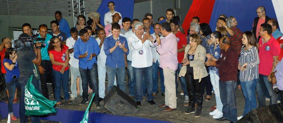 quem-gosta-de-barreiras-vota-em-tonhao-afirma-governador-rui-costa-em-barreiras-03