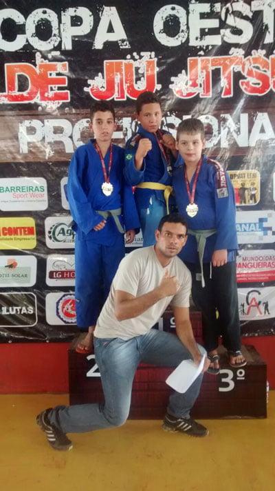 equipe-aj-jba-fenix-superacao-conquistou-o-primeiro-lugar-na-copa-oeste-de-jiu-jitsu-profissional-01