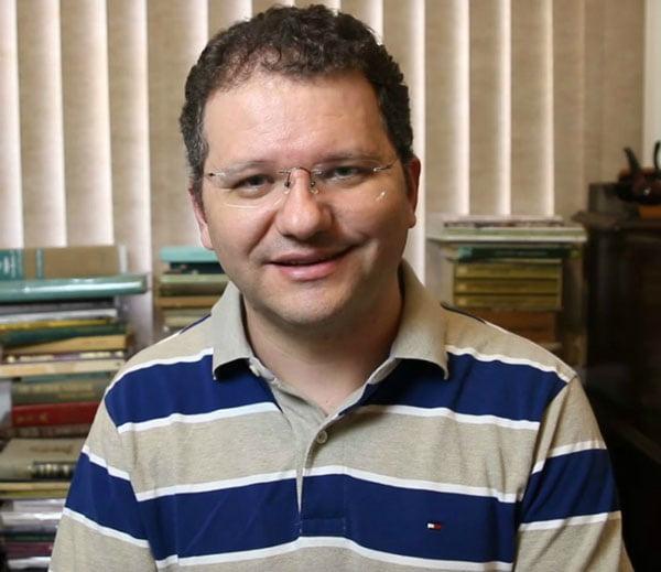 """Carlos Nadalim, coordenador pedagógico e organizador do site """"Como Educar seus Filhos"""" (www.comoeducarseusfilhos.com.br)"""